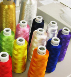 刺繍で使える糸は色も多彩です!